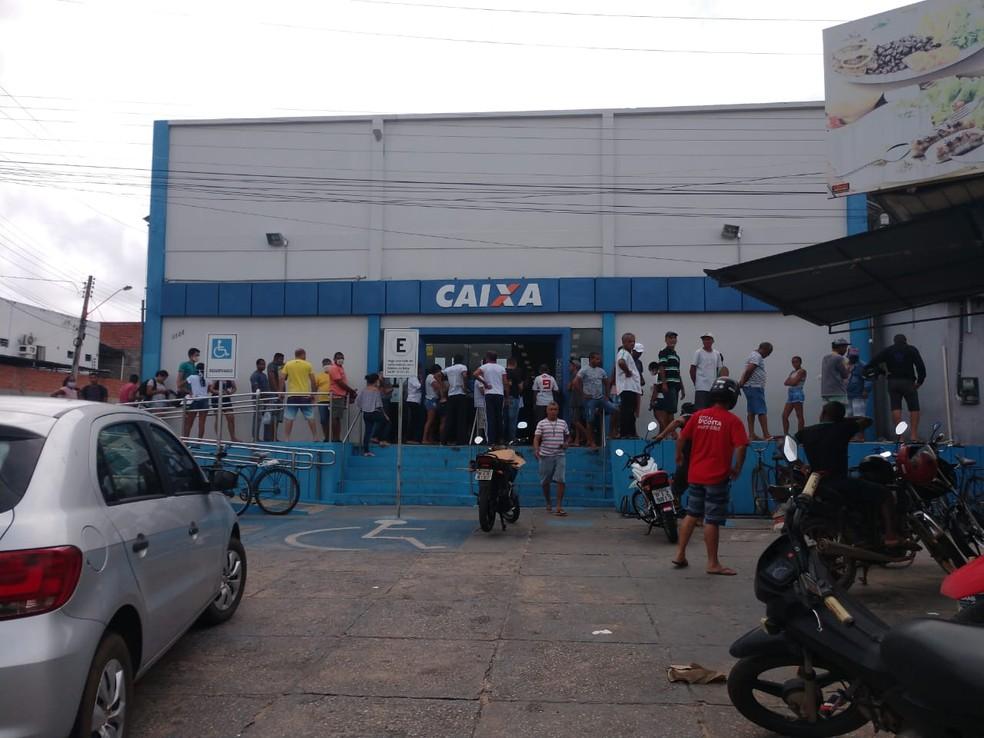 Agência da Caixa Econômica Federal no bairro Parque Piauí, em Teresina — Foto: Simplício Júnior/ TV Clube